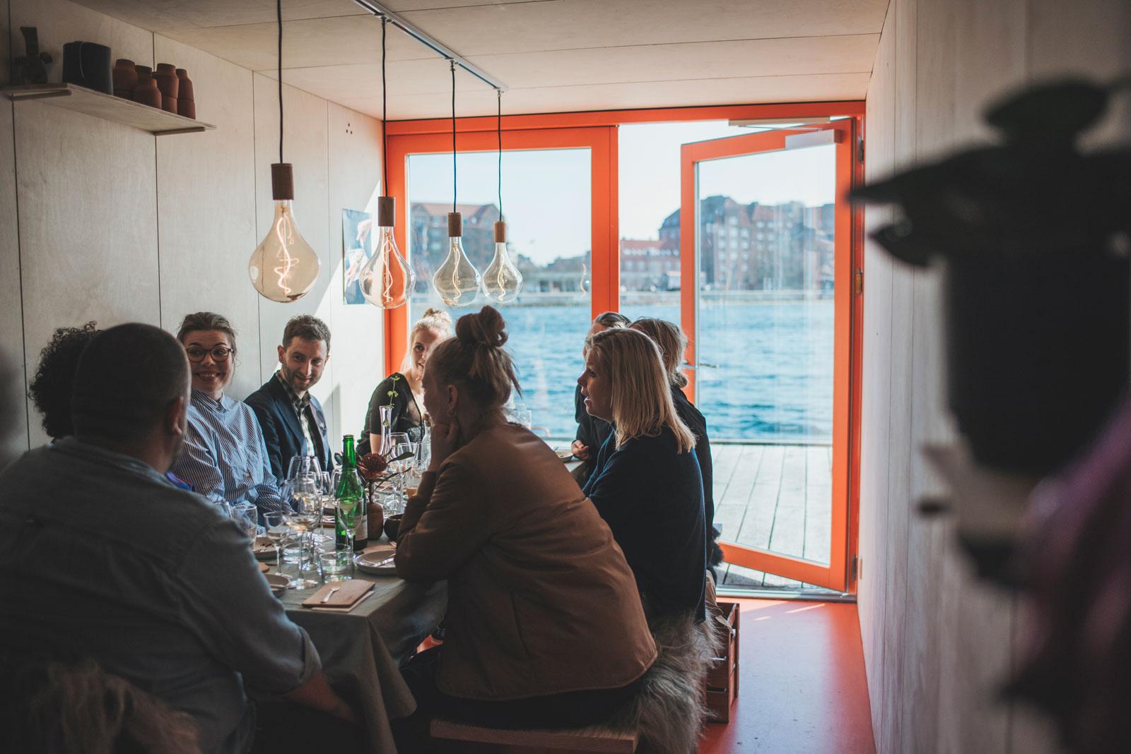 Madland - Danmarks nye madpolitiske festival. Kom med til Madland, hvor du fra 26. august - 25. september kan sanse dig igennem et hav af arrangementer med alt det bedste fra maddanmark. Deltag i debatter. Få nye inputs til madlavningen derhjemme. Gå på opdagelse sammen med landmænd. Mød nogle af landets inspirerende kokke.
